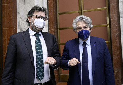 Italian Minister Giorgetti meets Breton for a strategy on vaccines (ANSA)