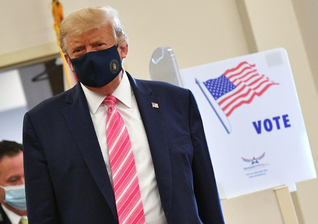 TRUMP VOTA DI PERSONA IN FLORIDA, 'SONO ALL'ANTICA' (ANSA)