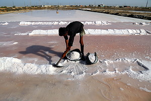 Sea salt in Karachi (ANSA)